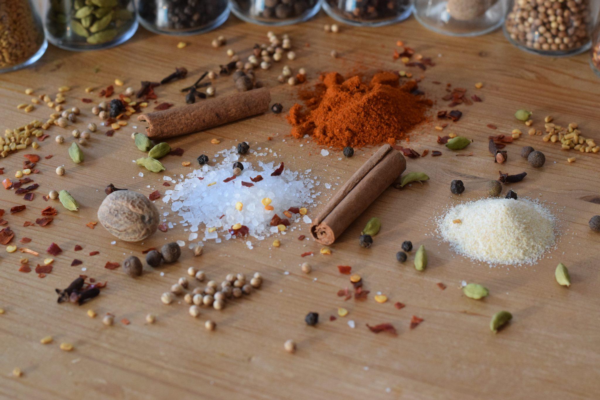 Ras el hanout, za'atar, baharat? Wij maken deze kruidenmengsels zelf en delen de recepten hier: