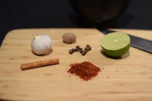 limoen en kruiden voor de musakhan