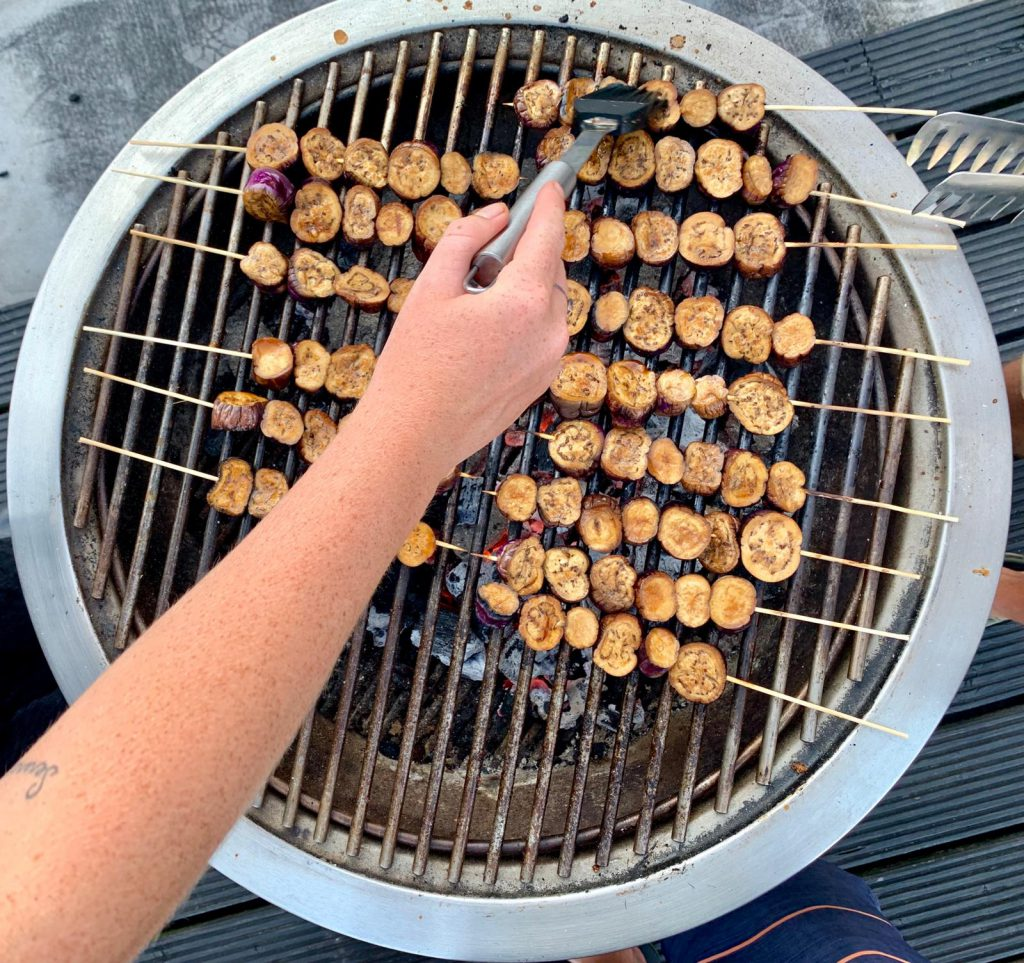 Vietnamese stokjes van aubergine met nuoc cham dipsaus - recept barbecue