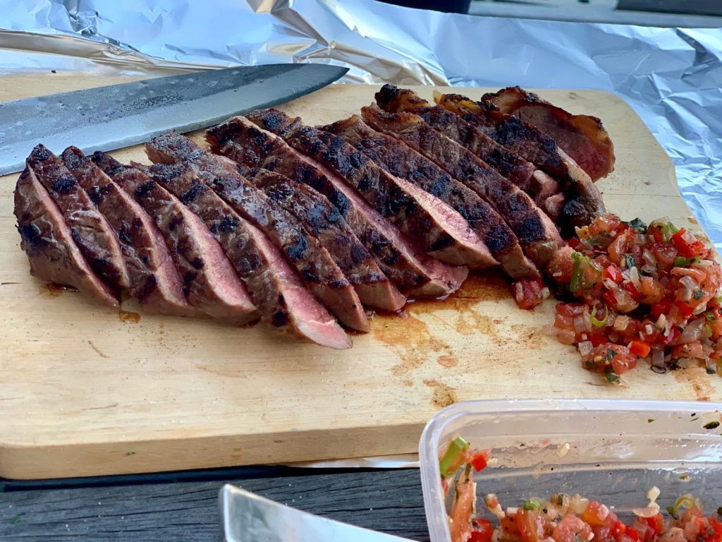 Een recept voor salsa criolla, voor een Argentijnse barbecue
