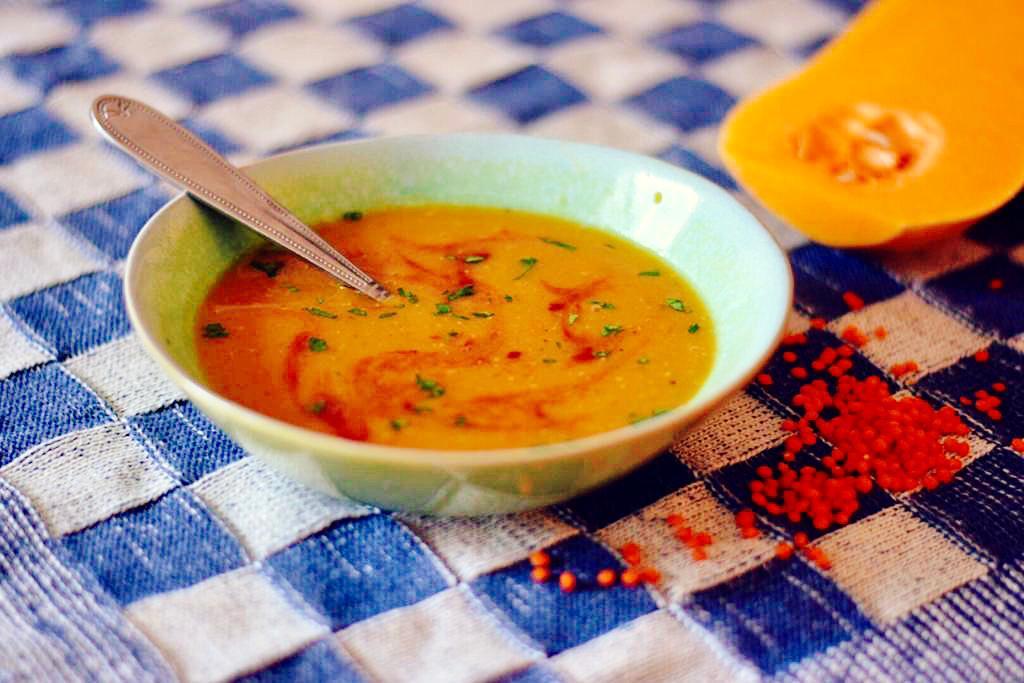 recept voor palestijnse soep met rode linzen en pompoen
